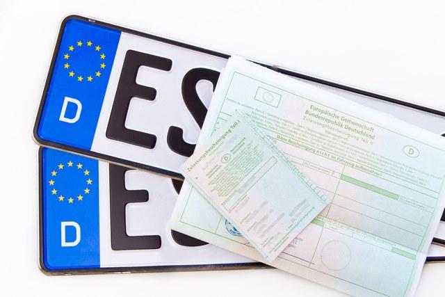Auto anmelden Autokennzeichen mit Fahrzeugschein und Brief
